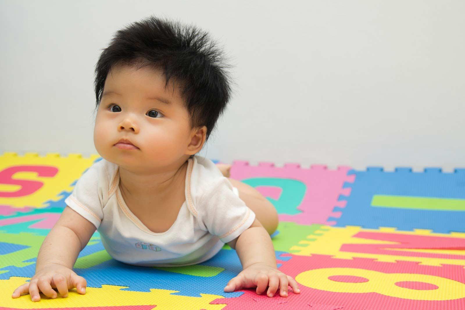 Kapan Bayi Mulai Tengkurap, Duduk, Merangkak, dan Berjalan