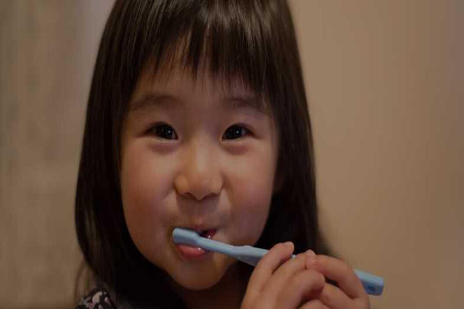 Cara Membersihkan Gigi dan Mulut Bayi