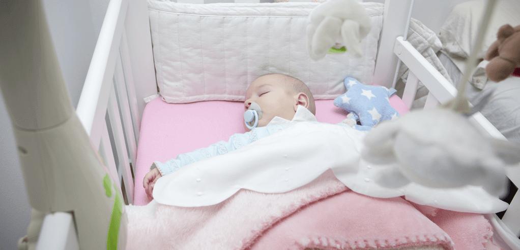 johnsons-baby-amankah-penggunaan-crib-bumper-untuk-ranjang-bayi.png