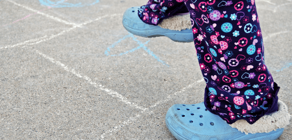 permainan-outdoor-untuk-perkenalkan-bentuk-dan-warna-pada-anak.png
