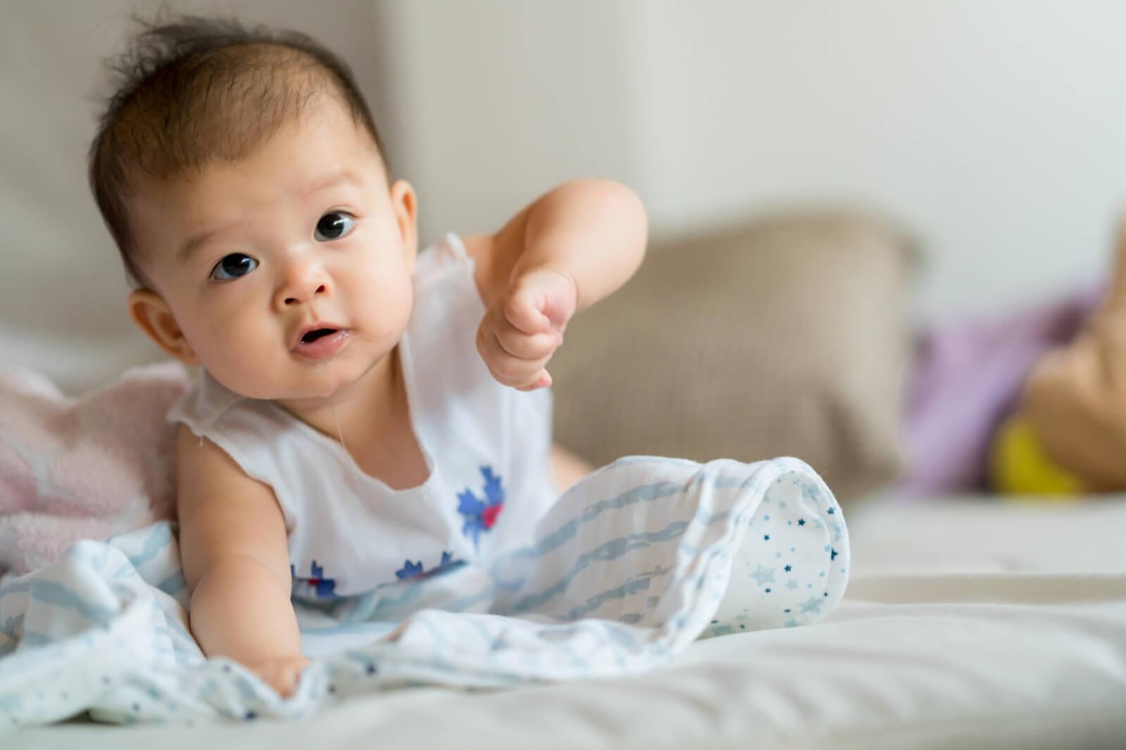 Pada Usia Berapa Bayi Sudah Mulai Bisa Merangkak?