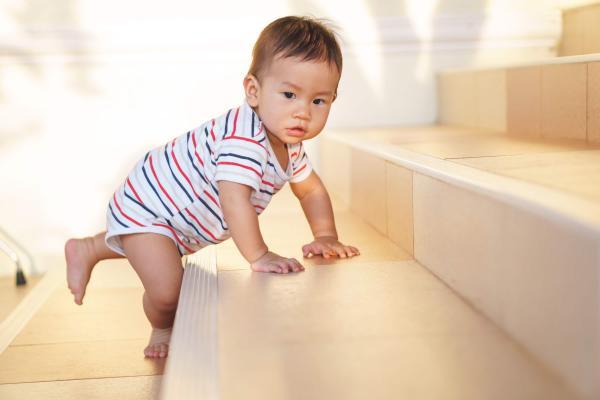bayi-usia-10-bulan-sang-penjelajah-kecil-header-image.jpg