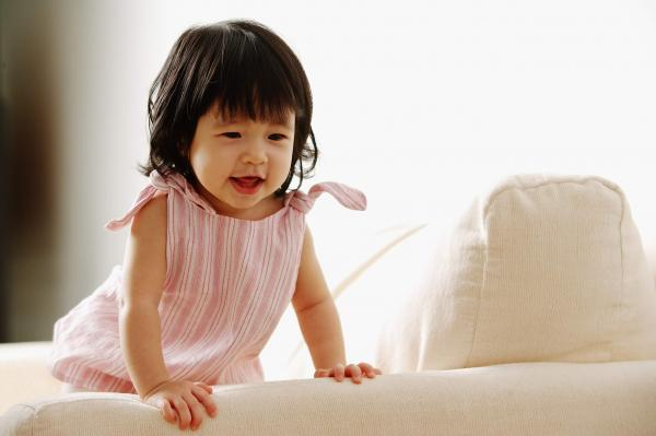 bayi-usia-15-bulan-cukupi-kalsium-agar-header-image.jpg