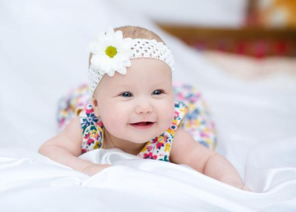 bayi-usia-5-bulan-si-kecil-makin-ekspresif-header-image.jpg