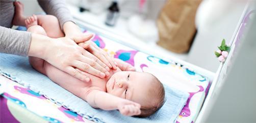 4-hal-yang-perlu-diketahui-saat-memakaikan-bedak-bayi-ke-tubuh-si-kecil-block.jpg