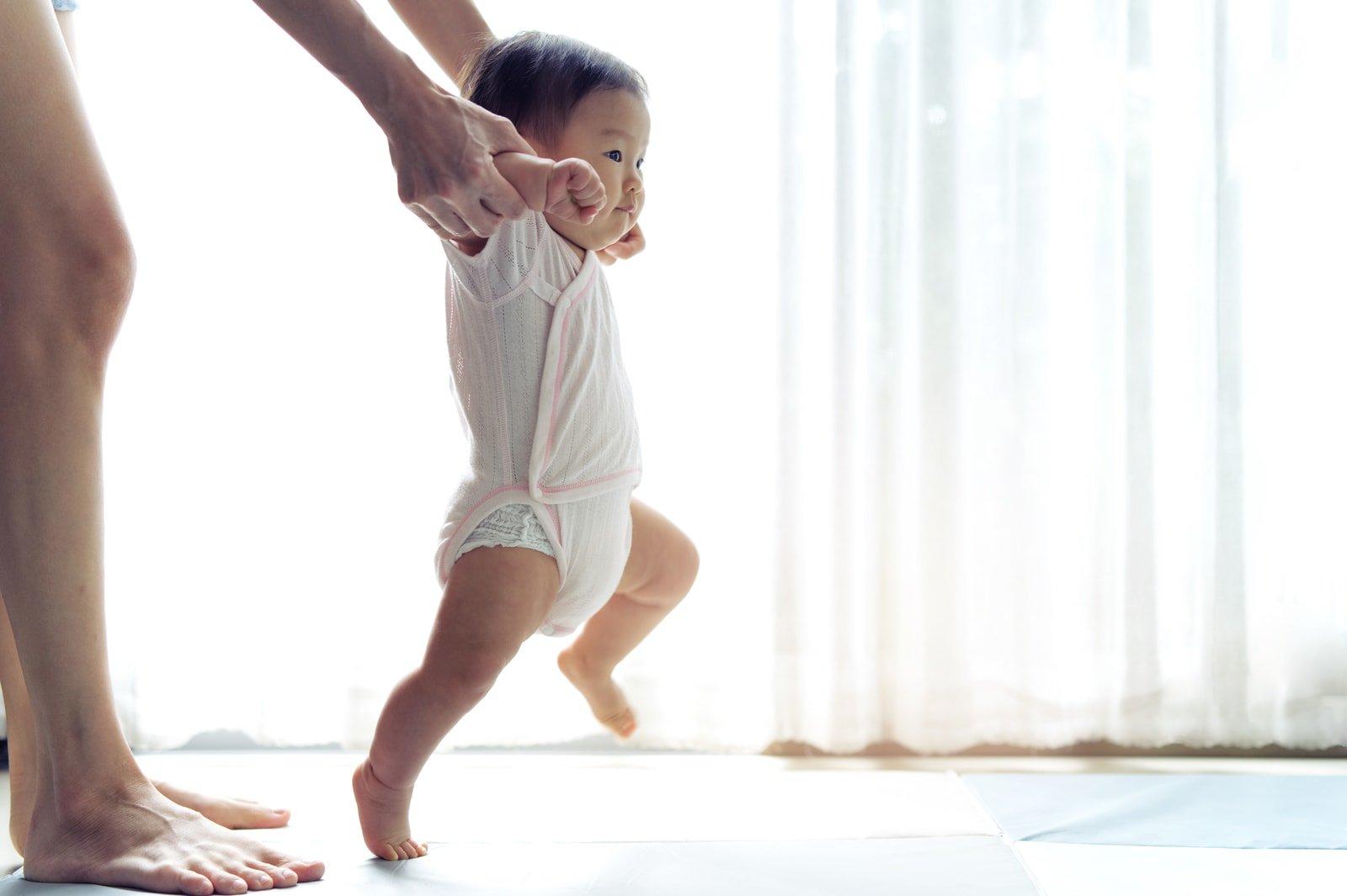 tips-mengajarkan-bayi-berjalan-header-image.jpg